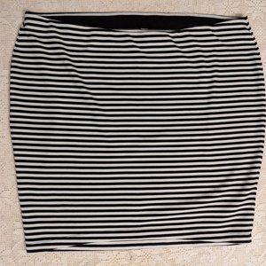 Old Navy Black and White Stripe Stretch Skirt